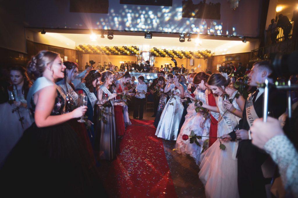 Ohlédnutí za maturitním plesem